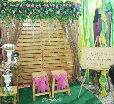 Photo Booth Kece Menggunakan Kayu Bekas