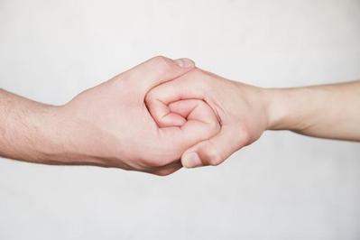 Memperkuat Komitmen Hubungan