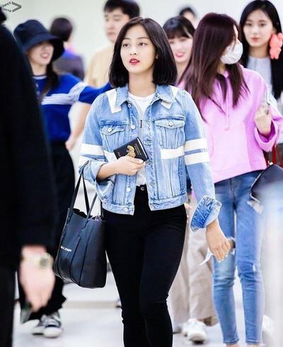 Jeans Outer + T-shirt + Celana Hitam Panjang