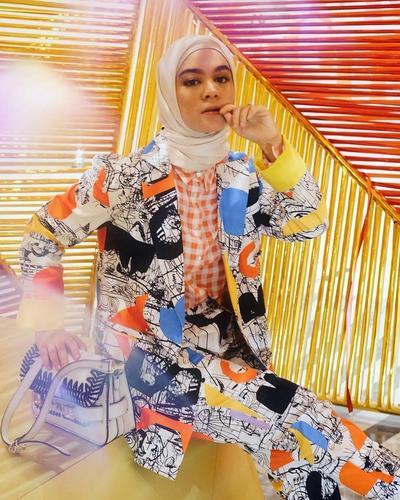 7 Gaya Hijab 'Street Style' Modern, Tantri Namirah yang 'Nyentrik' dan Edgy!