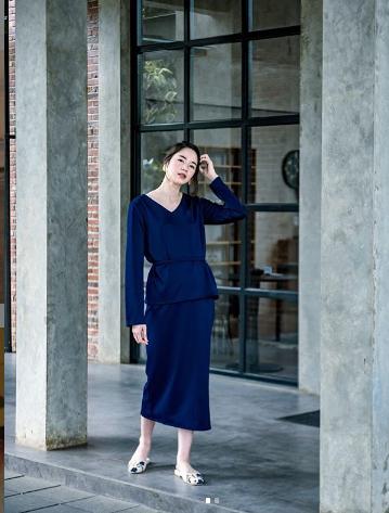 Tampil Feminin dengan Blue Dress