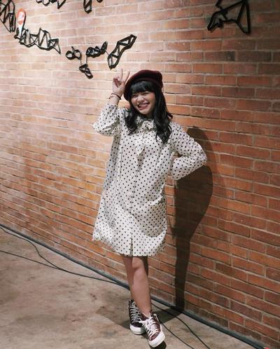 2. Manis dengan Dress Polkadot
