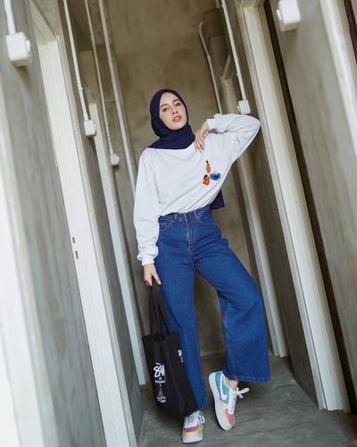 Warna Hijab Navy