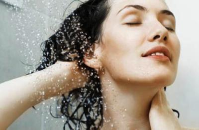 Naik Ojek Online Bikin Rambut Cepat Bau? Tips Ini Bisa Mengatasinya!
