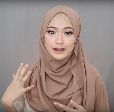 Hijab Pashmina yang Menutup Dada