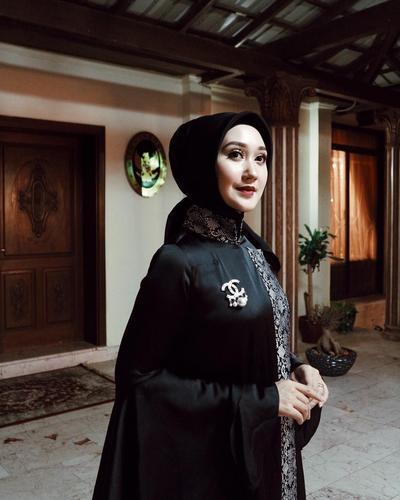 Tips Pilih Aksesori Hijab Agar Tak Terlihat Berlebihan