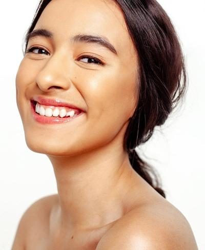 1. Tampil Menawan dengan Makeup Natural