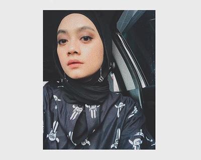 Menambahkan Aksesoris Pada Hijab