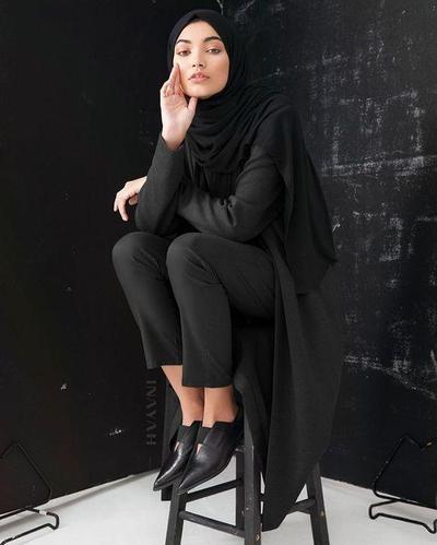 Hijab Berwarna Hitam
