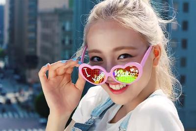 8. Warna kuku Yuna yang Cute