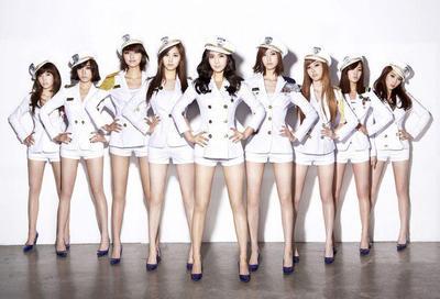 Setelah Dipakai Idol K-Pop, 5 Fashion Item Ini Jadi Populer