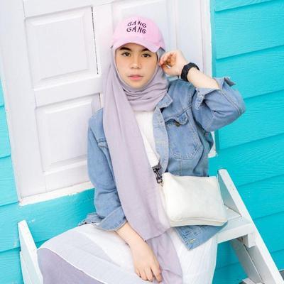 Inspirasi Padu Padan Hijab dan Topi! Dijamin Bikin Kamu Tampil Beda