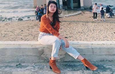 Kemeja Panjang dan Ripped Jeans