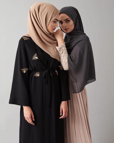 Kamu Hijabers Pemula? Ini Deretan Warna Hijab yang Wajib Kamu Punya