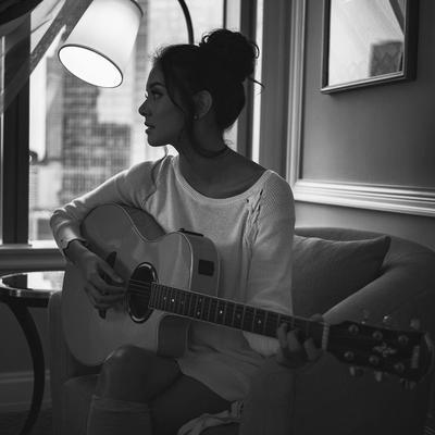Rilis Single Baru, Ini Potret Aurelie Moeremans Saat Bermain Musik