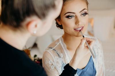 Rahasia Makeup Pengantin Tahan Lama, 4 Produk Ini Wajib Dipakai!