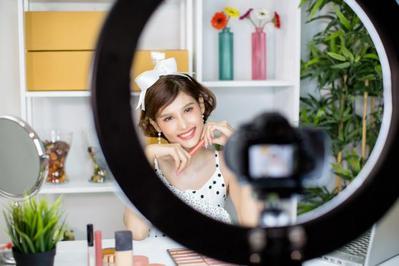 Sstt, Ini Fakta Unik Dibalik Maraknya Profesi Beauty Vlogger!