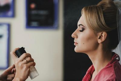 Mau Makeup Tahan Lama? 6 Setting Spray Ini Solusinya!