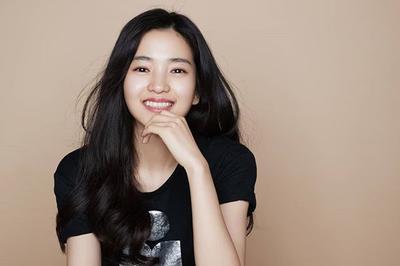 8 Potret Cantik Kim Tae Ri, Lawan Main Song Joong Ki di Film Terbaru Pasca Cerai