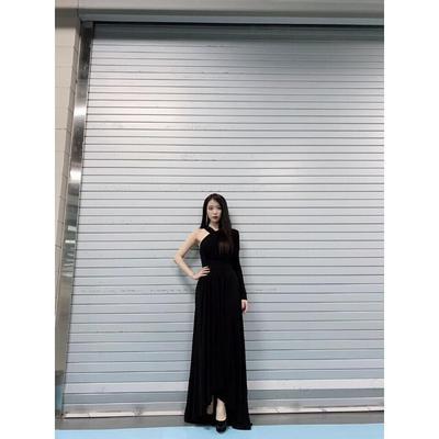 5. Anggun nan Elegan dalam Dress Hitam