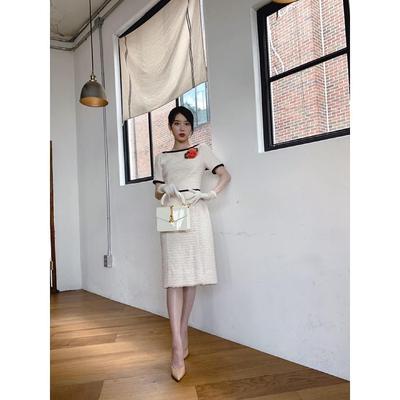 6. Flawless dengan Dress Berwarna Krem
