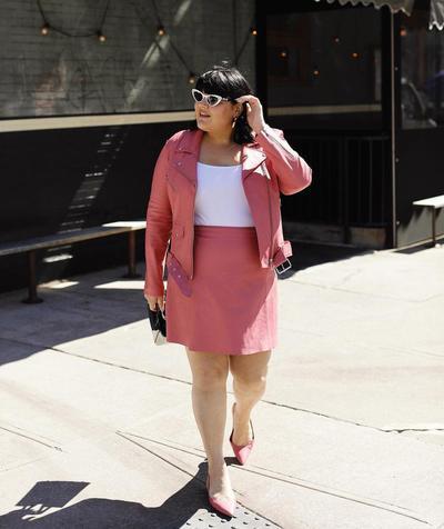3. Setelan blazer dengan mini skirt
