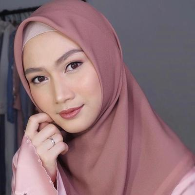 Cara Memakai Hijab ala Melody Laksani Eks JKT48 yang Sederhana dan Praktis