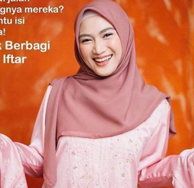 Syar'i dengan Hijab Segiempat