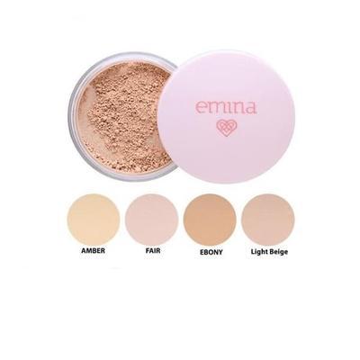 9. Ratakan Makeup Menggunakan Emina Loose Powder Untuk Hasil yang Flawless