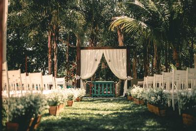 Sesuai dengan Lokasi dan Konsep Pernikahan