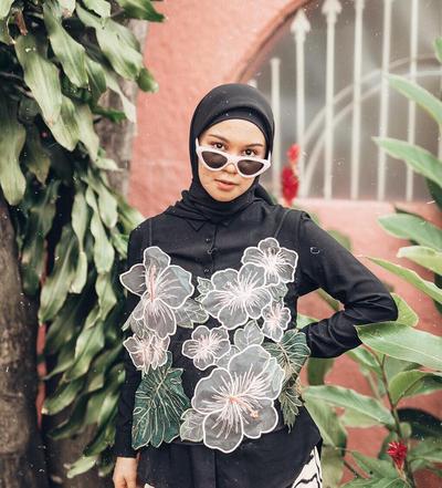 Inspirasi Gaya Hijab Tantri Namirah dari Casual Hingga Quirky