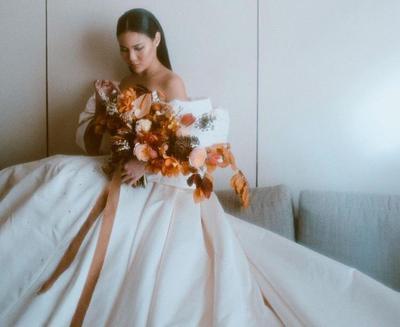 Dari Glamour Hingga Atraktif, Begini Gaun Pernikahan Serba Putih Vinna Gracia