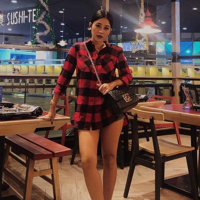 4.Mutia Ayu Tampil Casual saat ke Mall, Namun Tetap Cantik