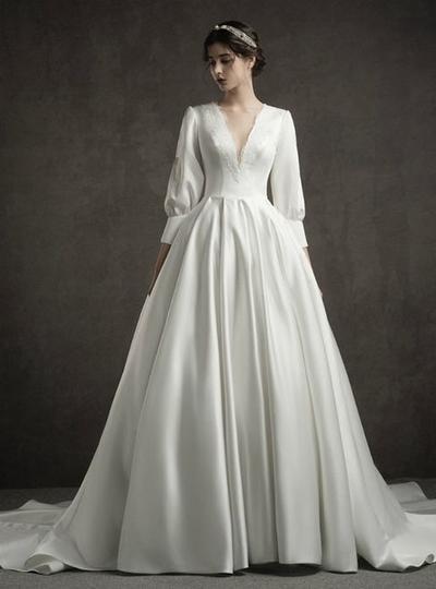 4. Long Sleeve Vintage Wedding Dress