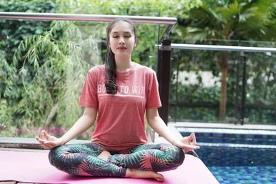 2.Berlatih Yoga