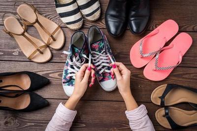 Sepatu atau Sandal? Simak Panduan Pilih Alas Kaki Terbaik di Sini!