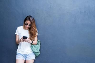 Trik Mudah Tampil Mewah dengan Kaus Sederhana