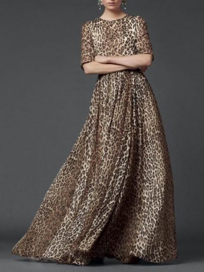 5.Tampil Glamour Dengan Maxi Dress Leopard Print