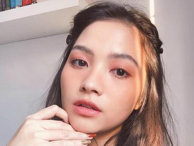 Gak Perlu Riasan Tebal, Coba Tutorial 'No Makeup' Makeup Look untuk Kencan Pertama