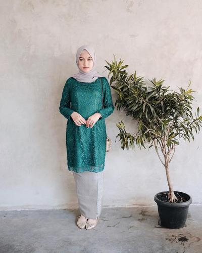 6 Kombinasi Warna Hijau untuk Outfit Kondangan Hijabers