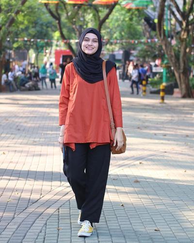 Di Luar Race, Zee Suka Berdandan Kasual dengan Sporty Look