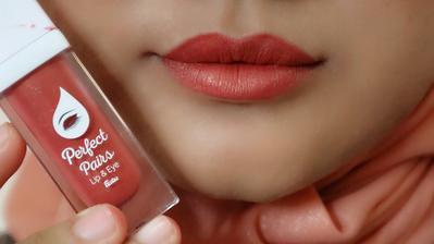 8. Sentuhan Bibir Natural dengan Fanbo Perfect Pairs Lip and Eye 02