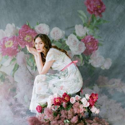 Gaya Nan Anggun Bak Bunga Sungguhan