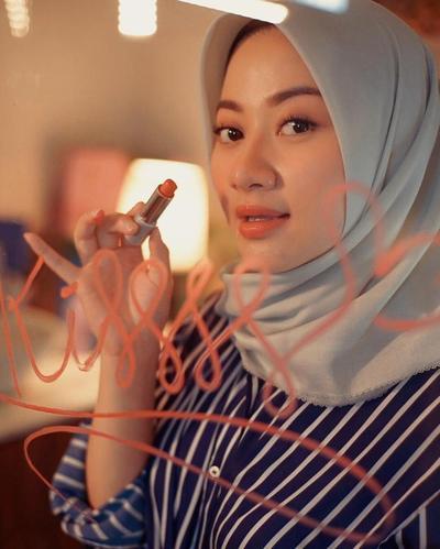 Mau Terlihat Glowing? Tutorial Makeup Glam: Glowing dari Alissa Hawadi Bisa Kamu Ikuti!