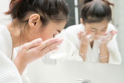 5 Produk Jepang Terbaik untuk Double Cleansing