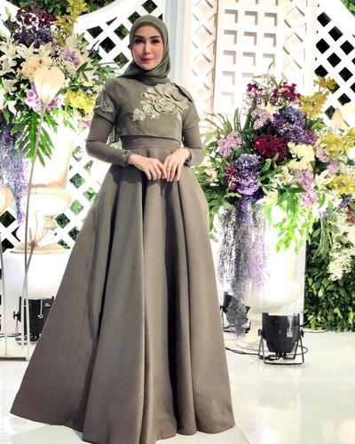 5. Gaun panjang yang mewah untuk pesta