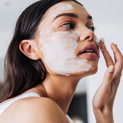 Irit dan Mudah, Ini 5 Step Facial Wajah yang Bisa Kamu Lakukan Sendiri di Rumah