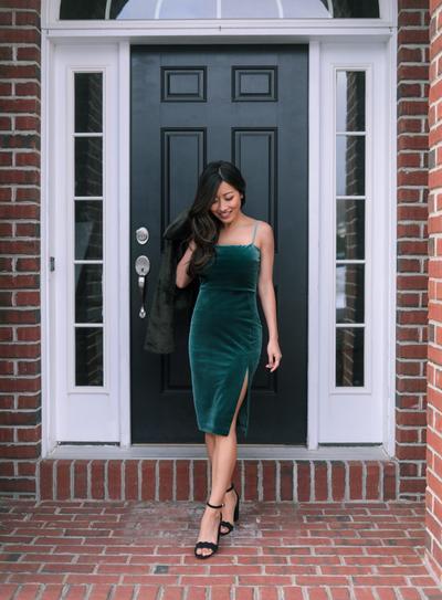2. Slit dress untuk acara formal