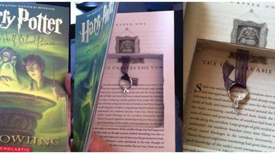 Melamar dengan Buku