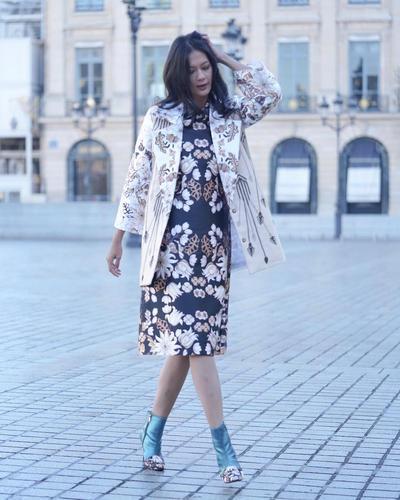 Dress dan Outer Motif Bunga-Bunga + Heels Boots